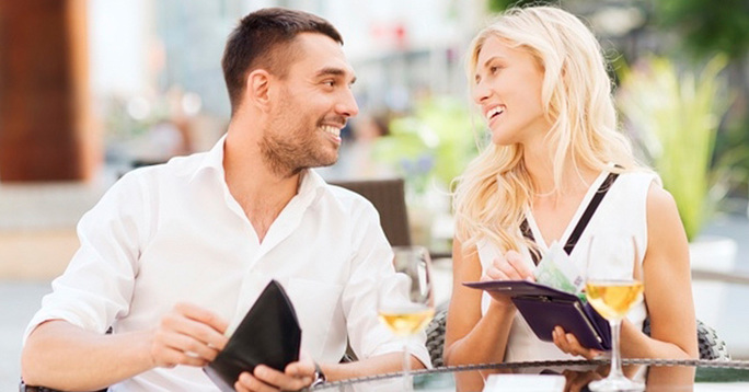 7 Reasons Why Men Should NOT Pay on the First Date