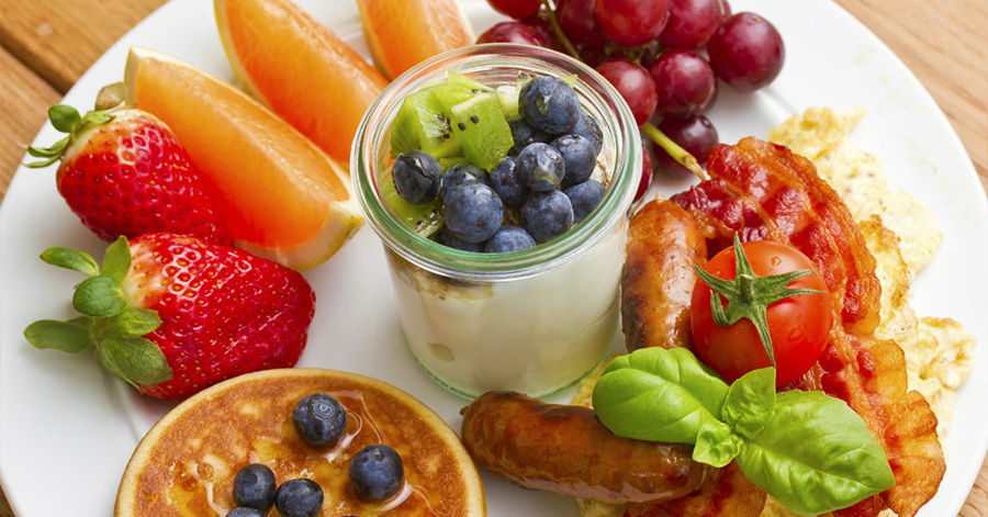 How to Stay Healthy at Brunch